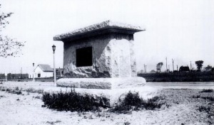 Unfinished monument in Sheridan Drive, 1925 (still looks the same today)