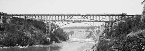 2000px-Niagara_Cantilever_Whirlpool_Bridges_cropped_LOC_det.4a18788.jpg